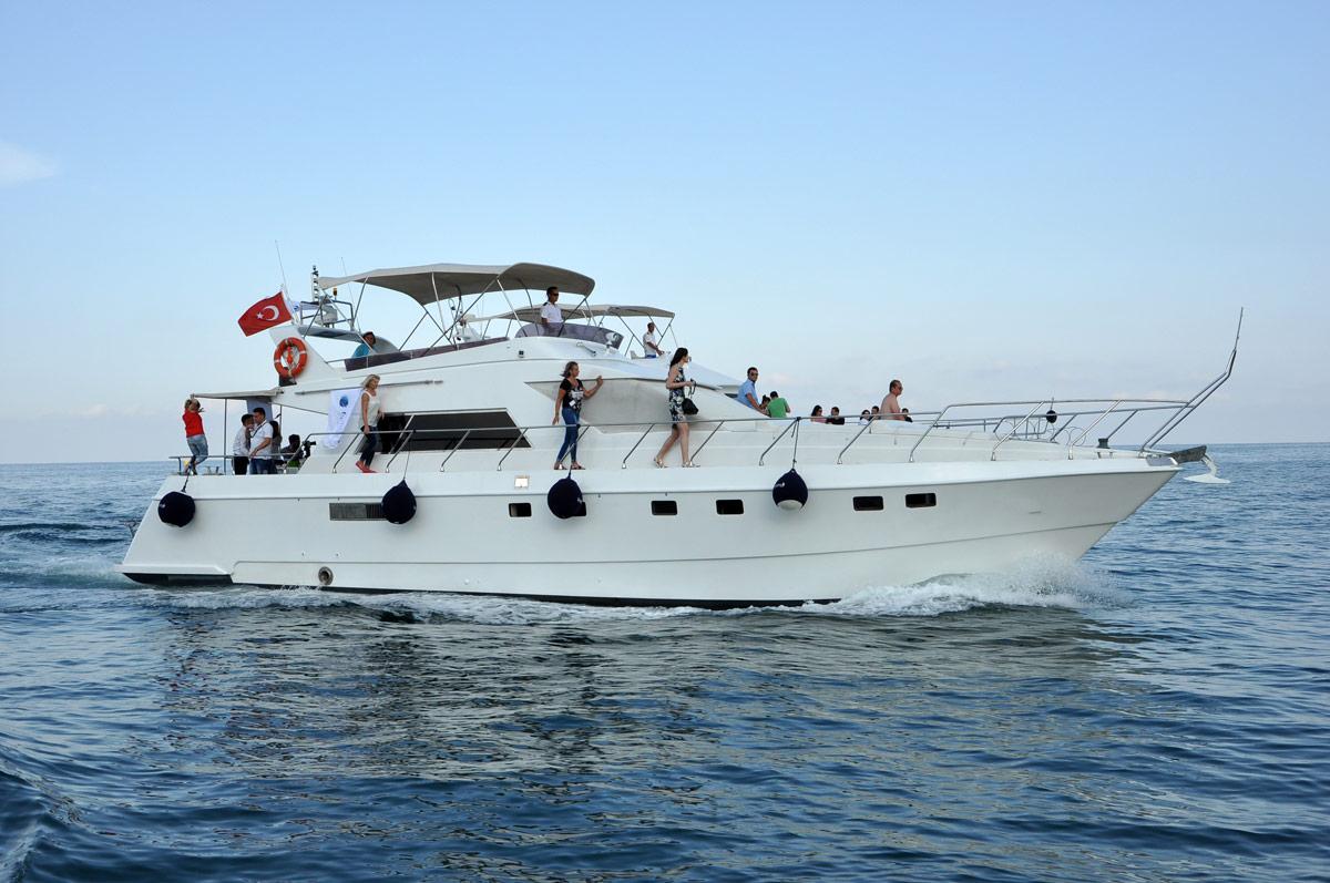D5 Motor Yacht